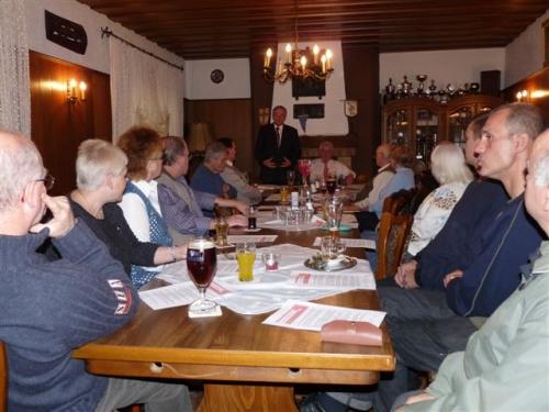 2009-11-21-kaiserslautern-ko-045joho-referiert-vor-burgern-in-rauenthal.jpg