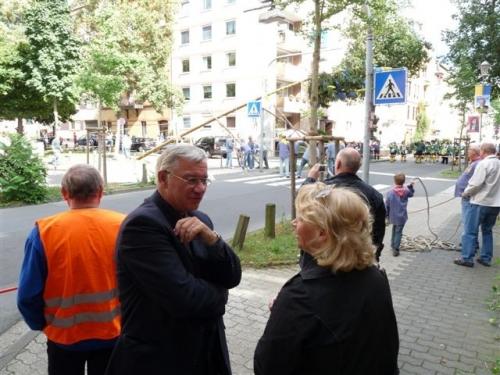 4-vorstadt_-der-kirmesbaum-steht-5-9-09-2009-09-05-wahlkampf-022.jpg